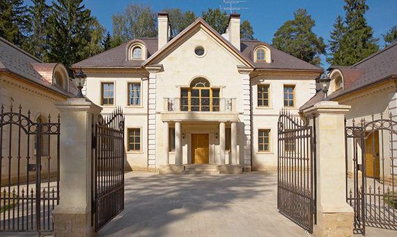 Дом из натурального камня